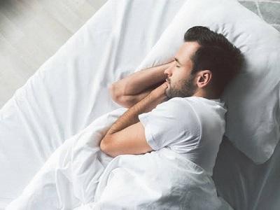 كيفية النوم بعد زراعة الشعر.jpg